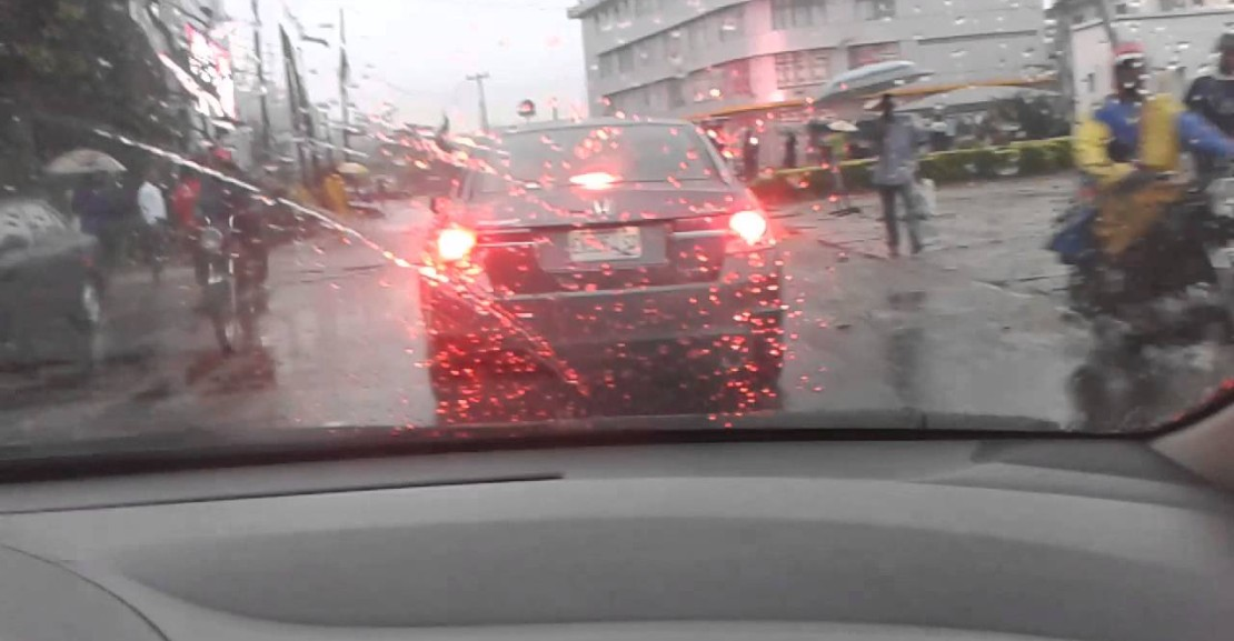 caution-things-never-to-do-when-driving-in-the-rain
