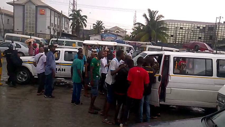 lastma-officers-and-danfo-driver-face-off-at-ajah